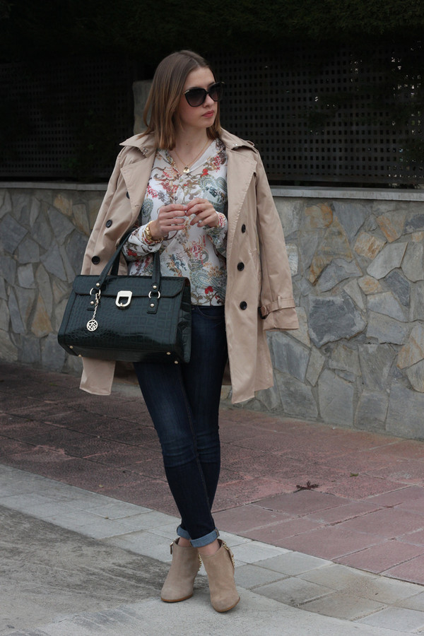 say queen coat shirt jeans sunglasses bag jewels t-shirt shoes