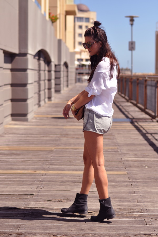le flassh shorts shirt shoes sunglasses