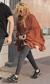 scarf,mary kate olsen,olsen sisters,fall outfits,make-up