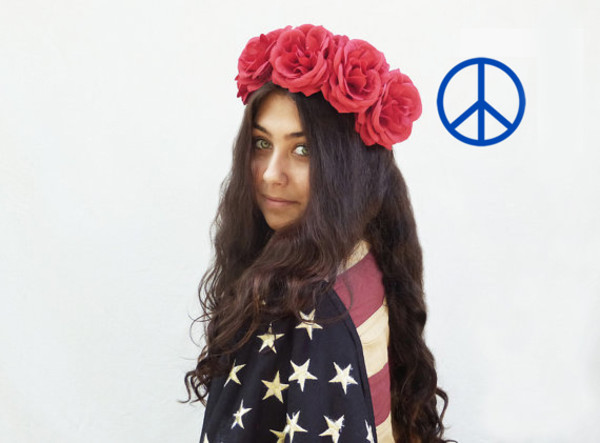 hair accessory undefined flower crown flowers july 4th independence day american flag american apparel hipster colorful lana del rey festival vintage nerd ootd urban outfitters americanapparel new york city new york jersey beige nude helgonets tjejigt girl make-up br