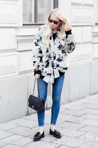 victoria tornegren blogger skinny jeans faux fur jacket loafers