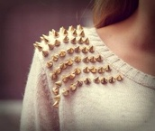 sweater,spikes,spiked sweater,brown,beige,knitted sweater