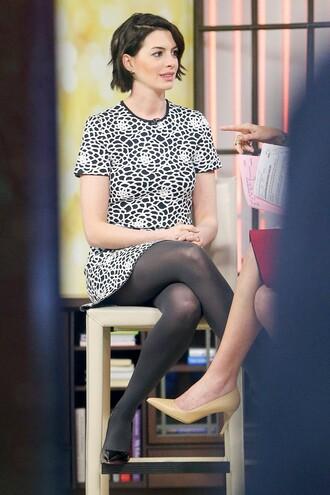 anne hathaway pumps shift dress floral dress