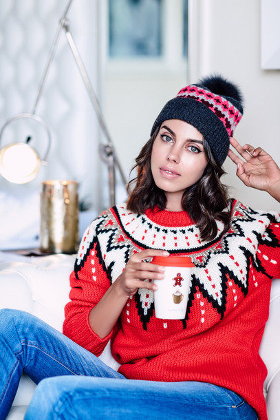 vivaluxury fashion blog by annabelle fleur nyfw mini moment blogger hat sweater winter outfits beanie christmas sweater winter sweater - Annabelle Christmas