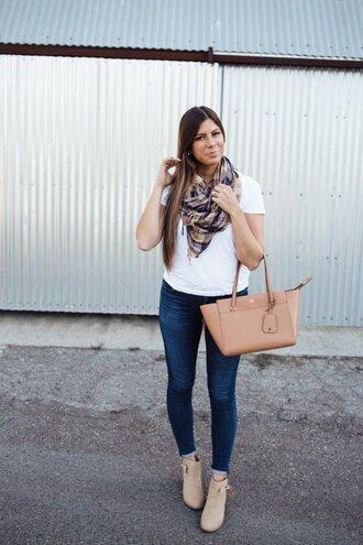 mint arrow blogger t-shirt jeans bag shoes scarf