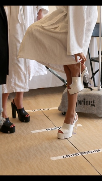 white shoes chunky heels peep toe heels peep toe pump peep toe chunky sole chunky boots chunky chunky shoes chunky sandals white white high heels clear clear heel transparent platforms shoes