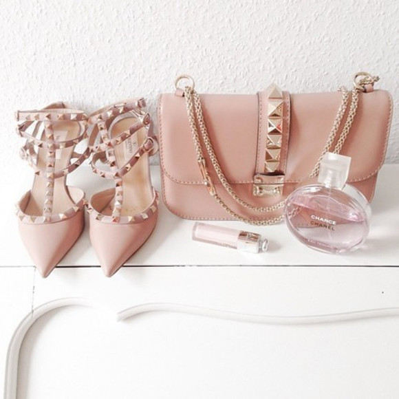 pink bag shoes valentino nude heels pink heels channel perfume lipstick bag purse studs