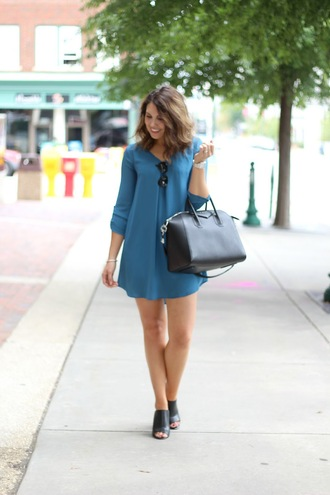 life & messy hair blogger black bag blue dress long sleeve dress long sleeves mini dress black heels