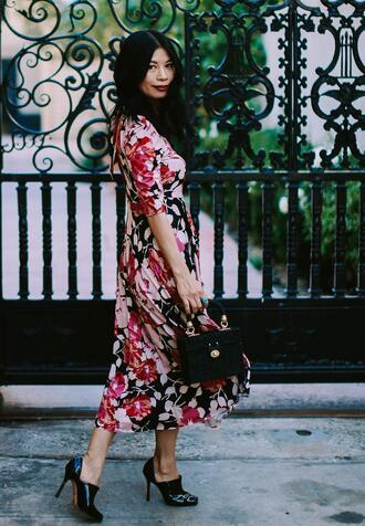 mamainheels blogger dress shoes bag printed dress midi dress