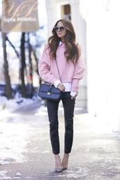 something navy,blogger,sunglasses,pink sweater,leather pants,pants,shoes,sweater,bag