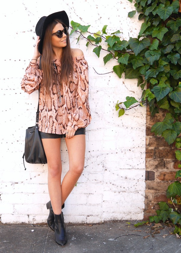 spin dizzy fall top bag shoes jewels sunglasses shorts hat