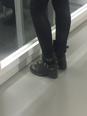 shoes,boots,leather,black,heels,winter outfits