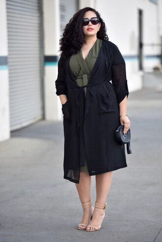 girl with curves blogger coat dress jewels sunglasses bag shoes make-up curvy plus size dress green dress plus size