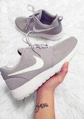 shoes,gray roshes,nike,roshe runs,grey,running shoes,size 6,low top sneakers,nike shoes,nike running shoes
