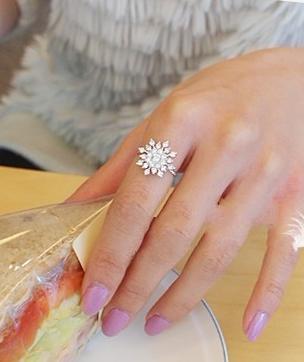 Snowflake rhinestone ring