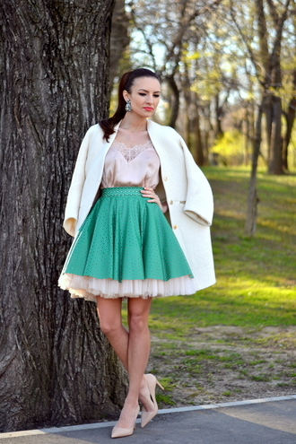 my silk fairytale blogger green skirt tulle skirt circle skirt white coat silk top