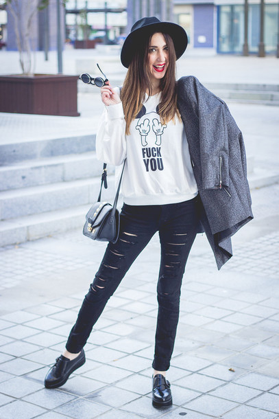 shoes and basics blogger skinny jeans printed sweater