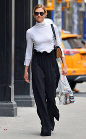 pants,wide-leg pants,karlie kloss,black and white,turtleneck,top,streetstyle,model off-duty,high waisted