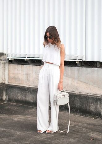 pants white top white pleated pants white and gold handbag blogger sunglasses
