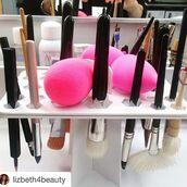 make-up,rccosmetics,makeup palette,makeup brushes