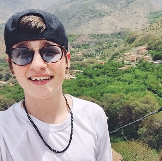 sunglasses chain black chain youtuber vines crawford collins magcon/viners