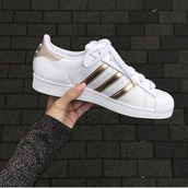 shoes,adidas orginals,white,gold,rose gold,adidas,superstar,stan smith,white sneakers,adidas shoes,adidas superstars,shorts,white gold,white shoes
