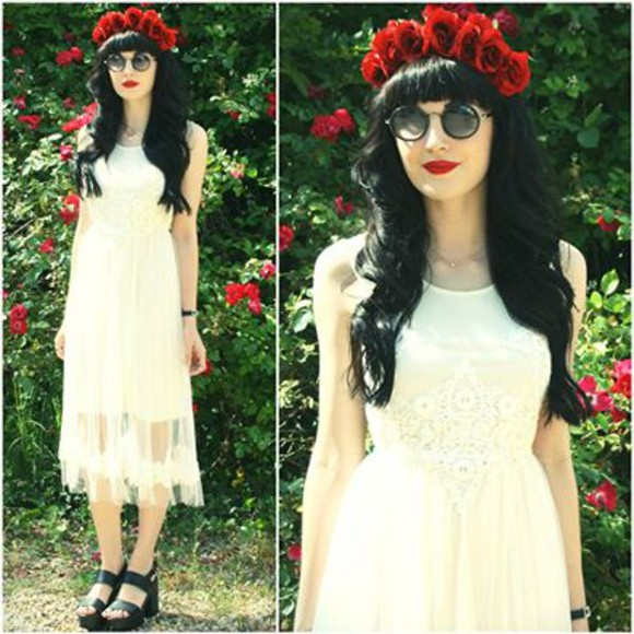 black shoes lace dress white lace dress white dress red roses roses circular glasses grunge soft grunge vintage clothes summer dress