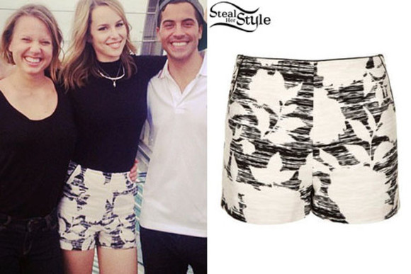 shorts black white black and white floral floral shorts summer outfits bridgit mendler instagram blonde hair beach clothes disney