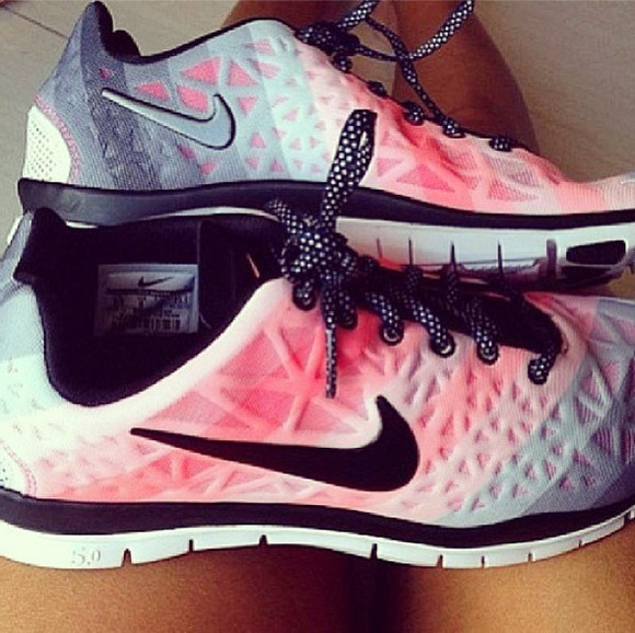 ombre pretty nike awesome! shoes runners running shoes sneakers laces pink pink shoes grey grey shoes gray shoes nike running shoes nike womens nike sneakers