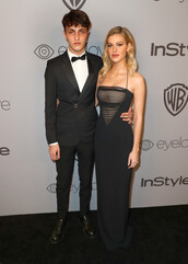 dress,gown,prom dress,nicola peltz,anwar hadid,menswear,mens suit,Golden Globes 2018,maxi dress
