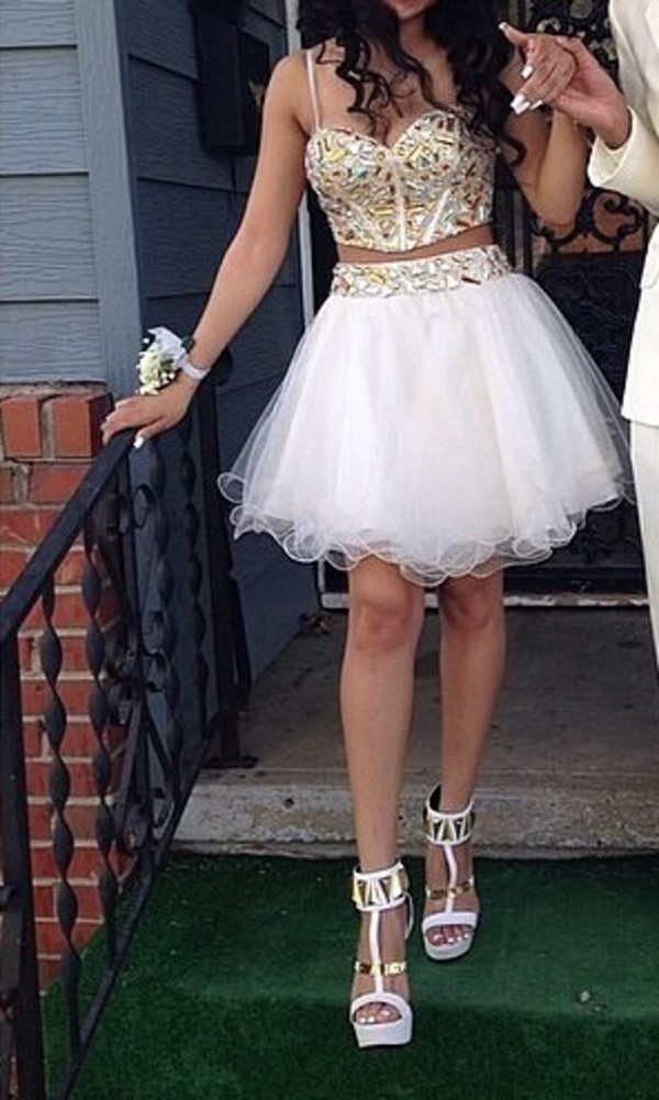 prom dress skirt cream shoes dress white prom dress sweetheart dress short dress bustier crop top gold bedazzled white high heels white two piece homecoming dress white white dress gold gold dress prom short prom dress homecoming homecoming dress two-piece two piece dress set fluffy