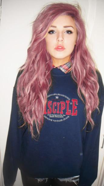 sweater pink hair pink hair girl grunge punk rock punk rock grunge punk hipster hipster punk tumblr blue blu sweatshirt blouse sotto under beautiful beautiful girl tumblr girl lips perfect sky ferreira red lipstick pastel hair shirt blue shirt