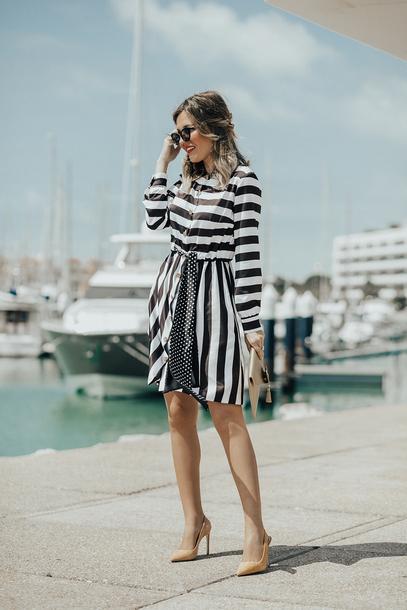mi aventura con la moda blogger dress hat jewels shoes bag striped dress black and white dress high heel pumps spring outfits