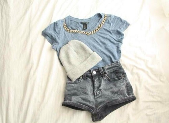 shorts blue t-shirt shirt hat soft grunge girly grunge t-shirt gold necklace grey sweatshirt grey jeans jeans same stock hat gray pants hot pants blue shirt wow grey t-shirt gold beanie High waisted shorts grey top hippie hipster