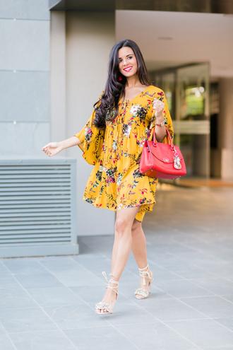 crimenes de la moda blogger dress jewels bag shoes yellow dress summer dress handbag red bag sandals high heel sandals