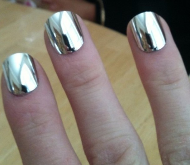 varnish silver nails jewels