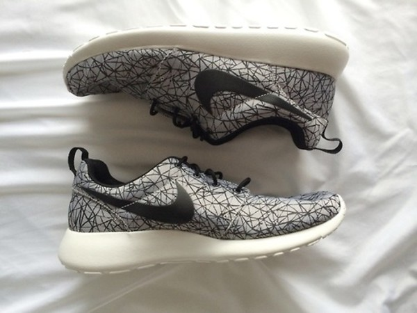 shoes nike nike running shoes tumblr running sportswear nike roshe run nike roshe run