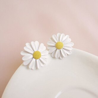 jewels daisy daisy earring earrings flowers white and yellow white yellow statement earrings