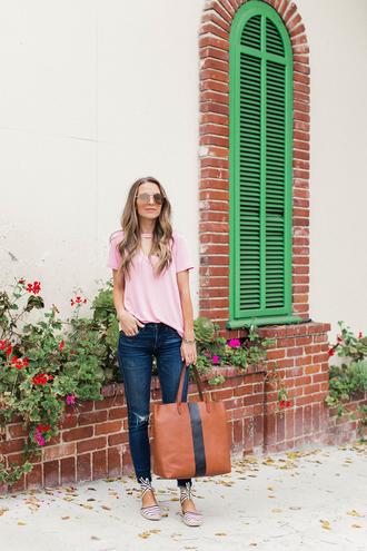 t-shirt cut-out t-shirt denim skinny jeans oversized bag espadrilles blogger blogger style