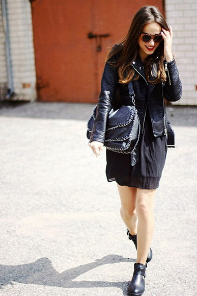 ankle boots jacket leather jacket black boots blogger perfecto jewels skirt sunglasses amoureuse de mode