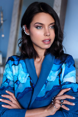 viva luxury blogger blue blazer hand jewelry make-up ear cuff jacket jewels