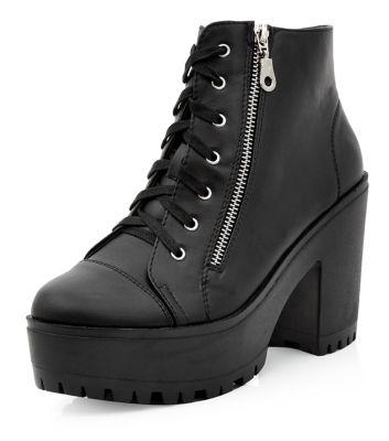 Grosses bottines noires lacées avec zip sur le côté