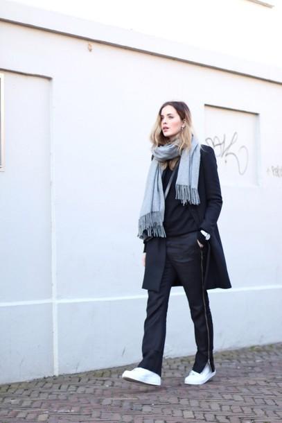 moderosa blogger white sneakers black pants black coat grey scarf