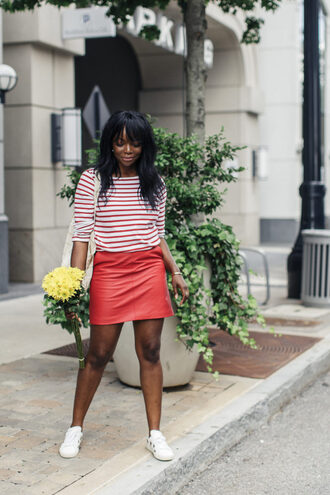 millennielle blogger top skirt shoes