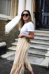 skirt,midi skirt,gingham skirt,ruffle hem skirt,t-shirt,blogger,blogger syle,asymmetrical skirt