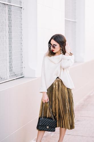 sweater tumblr white sweater turtleneck turtleneck sweater skirt pleated pleated skirt metallic pleated skirt gold skirt metallic bag black bag chain bag sunglasses round sunglasses