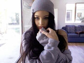 swag,brunette,grey sweater,gorgeous,beanie,grey beanie,eyebrows,Brookelle Bones McKenzie