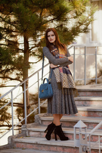 the bow-tie blogger scarf bag shoes fall outfits grey dress knitted dress blue bag shoulder bag ankle boots thanksgiving outfit midi knit dress