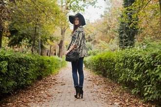 jeans blogger jewels bag the bow-tie felt hat zebra print fall outfits