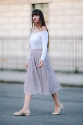 meet me in paree,blogger,skirt,shoes,pink skirt,mesh,off the shoulder,white top,long sleeves,high waisted,nude heels,off the shoulder top,midi skirt,pleated skirt,violet skirt,flats,ballet flats,nude shoes,white off shoulder top